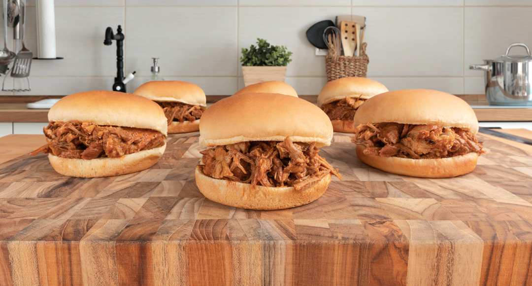 EASY SLOW COOKER PULLED PORK SANDWICHES